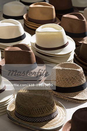 Hats in a market in Eygalières Stock Photo - Premium Royalty-Free, Image code: 618-08509995