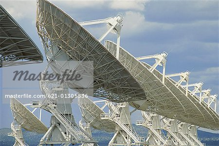 Radio telescopes Stock Photo - Premium Royalty-Free, Image code: 621-01305536
