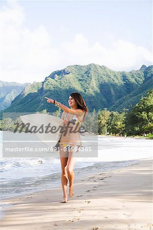 Teenage girl walking on beach Stock Photo - Premium Royalty-Free, Image code: 621-01554385