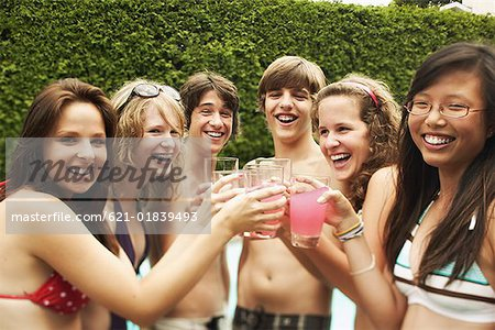 Teens toasting with pink lemonade Stock Photo - Premium Royalty-Free, Image code: 621-01839493
