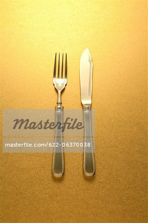 Gold knife and fork Stock Photo - Premium Royalty-Free, Image code: 622-06370038