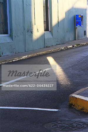 Street, manhole and spilling light, Mexico Stock Photo - Premium Royalty-Free, Image code: 622-06439227