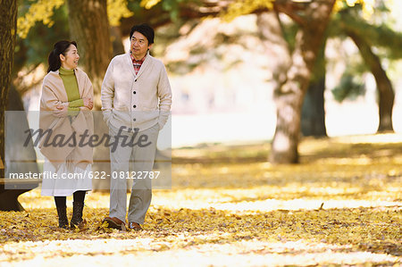 Senior Japanese couple in a city park in Autumn Stock Photo - Premium Royalty-Free, Image code: 622-08122787