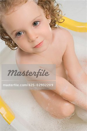 Close-up of a girl sitting in a bathtub Stock Photo - Premium Royalty-Free, Image code: 625-02932209
