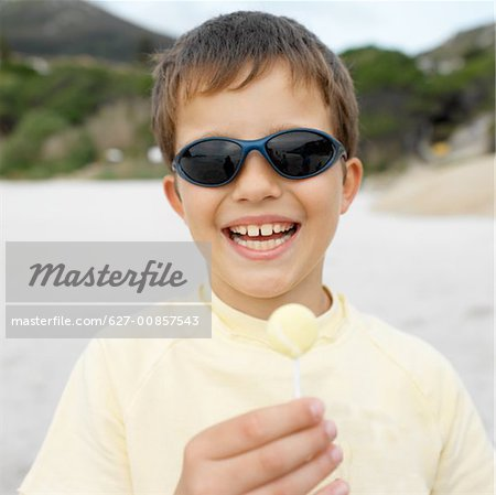 Front view portrait of boy wearing sunglasses(10-11) Stock Photo - Premium Royalty-Free, Image code: 627-00857543