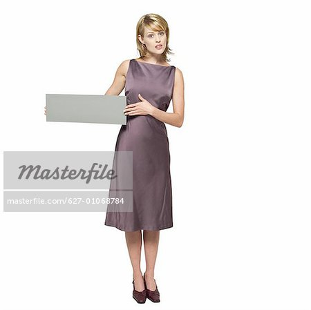 Portrait of young woman holding blank card Stock Photo - Premium Royalty-Free, Image code: 627-01068784