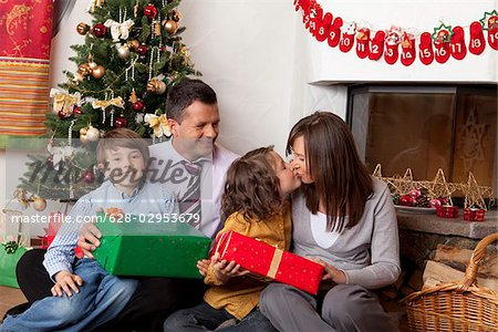 Family with two children at Christmas tree Stock Photo - Premium Royalty-Free, Image code: 628-02953679