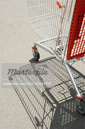 Shopping cart outdoors Stock Photo - Premium Royalty-Free, Image code: 632-03193733
