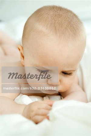 Baby contemplating blanket Stock Photo - Premium Royalty-Free, Image code: 632-03630052