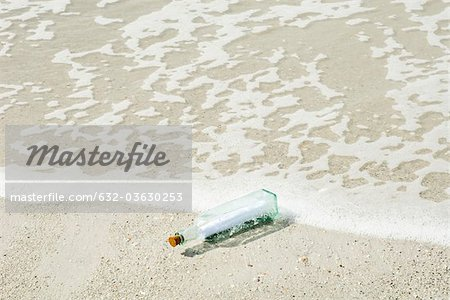 Message in a bottle washed up on shore Stock Photo - Premium Royalty-Free, Image code: 632-03630253