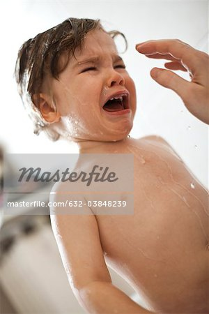 Toddler boy crying in the bath Stock Photo - Premium Royalty-Free, Image code: 632-03848239