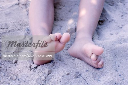 Legs of little girl in sand, low section Stock Photo - Premium Royalty-Free, Image code: 632-05401099