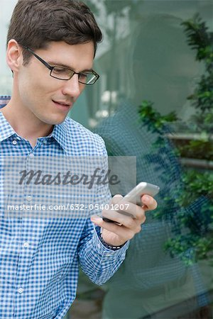 Man text messaging Stock Photo - Premium Royalty-Free, Image code: 632-05401207