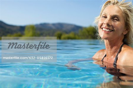 Mature woman relaxing in pool, portrait Stock Photo - Premium Royalty-Free, Image code: 632-05816172