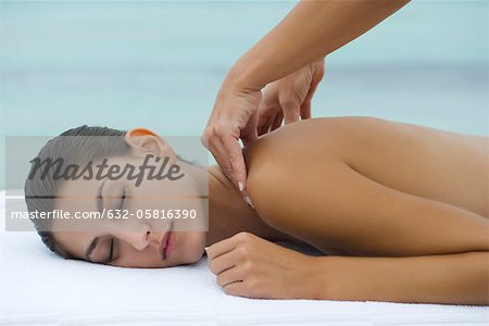 Young woman receiving shoulder massage Stock Photo - Premium Royalty-Free, Image code: 632-05816390