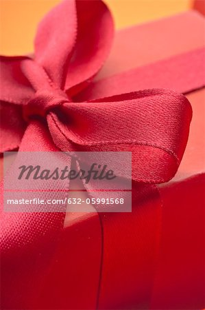 Festively wrapped gift Stock Photo - Premium Royalty-Free, Image code: 632-05991568