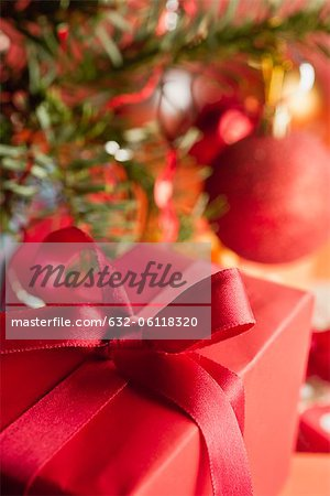 Christmas gift, close-up Stock Photo - Premium Royalty-Free, Image code: 632-06118320