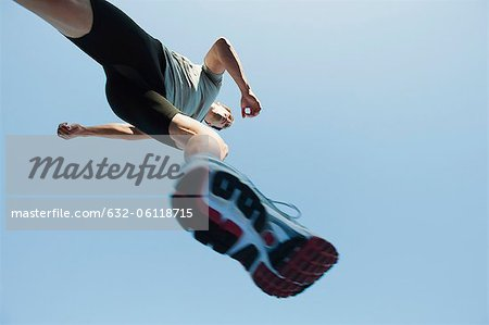Runner in mid-stride, viewed from directly below Stock Photo - Premium Royalty-Free, Image code: 632-06118715