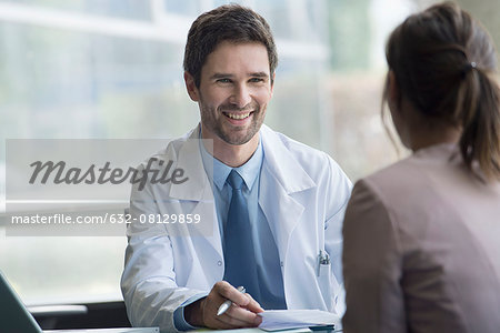 Healthcare worker meeting with patient in office Stock Photo - Premium Royalty-Free, Image code: 632-08129859