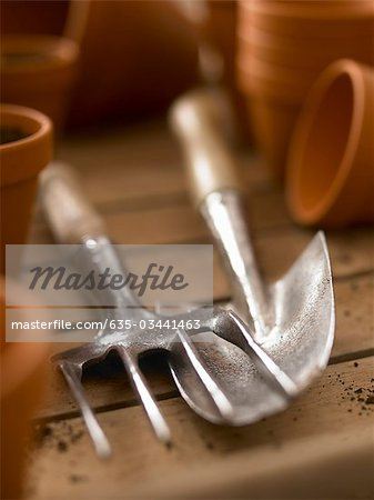 Close up of trowel and trowel fork among flowerpots Stock Photo - Premium Royalty-Free, Image code: 635-03441463