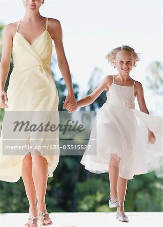 Flower girl holding hands with mother Stock Photo - Premium Royalty-Free, Image code: 635-03515527