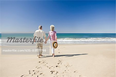 Senior couple holding hands on beach Stock Photo - Premium Royalty-Free, Image code: 635-03577798