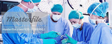 Surgeons in operating room Stock Photo - Premium Royalty-Free, Image code: 635-03859951