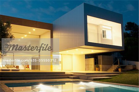 Pool outside modern house at twilight Stock Photo - Premium Royalty-Free, Image code: 635-05550352