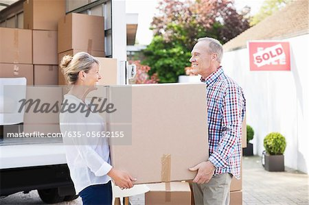 Couple unloading box from moving van Stock Photo - Premium Royalty-Free, Image code: 635-05652155