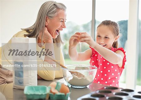 Grandmother and granddaughter baking cupcakes Stock Photo - Premium Royalty-Free, Image code: 635-05652179