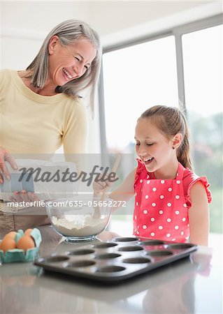Grandmother and granddaughter baking cupcakes together Stock Photo - Premium Royalty-Free, Image code: 635-05652272