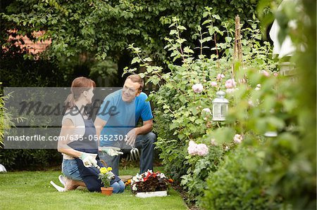 Couple gardening together in backyard Stock Photo - Premium Royalty-Free, Image code: 635-05652301