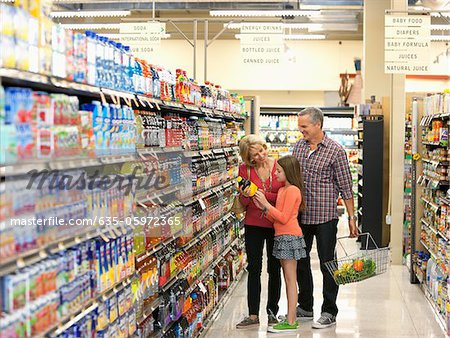 Family shopping in supermarket Stock Photo - Premium Royalty-Free, Image code: 635-05972365