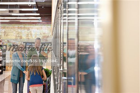 Family shopping in supermarket Stock Photo - Premium Royalty-Free, Image code: 635-05972384
