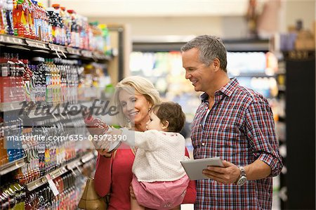 Family shopping for juice in supermarket Stock Photo - Premium Royalty-Free, Image code: 635-05972390