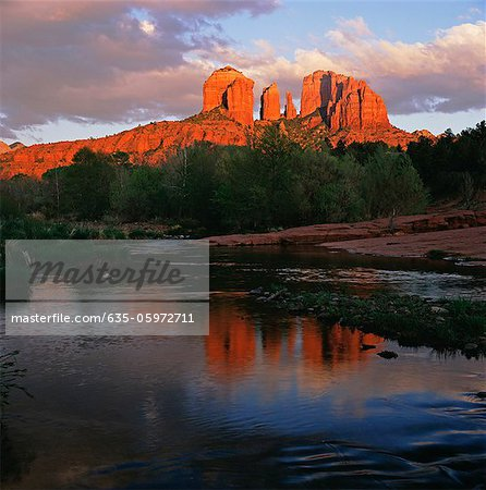 Red stone formations overlooking still lake Stock Photo - Premium Royalty-Free, Image code: 635-05972711