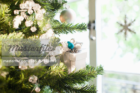 Christmas gift and ornaments on tree Stock Photo - Premium Royalty-Free, Image code: 635-07364808