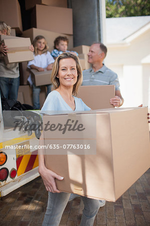 Family carrying boxes from moving van Stock Photo - Premium Royalty-Free, Image code: 635-07763016