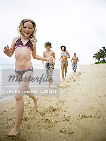 Family running on the beach Stock Photo - Premium Royalty-Free, Image code: 640-01351328