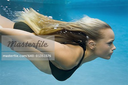 Profile of a teenage girl swimming Stock Photo - Premium Royalty-Free, Image code: 640-01351576