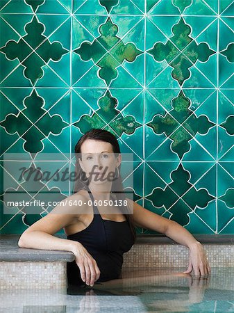 Italy, Amalfi Coast, Ravello, Portrait of mature woman in swimming pool Stock Photo - Premium Royalty-Free, Image code: 640-06050138