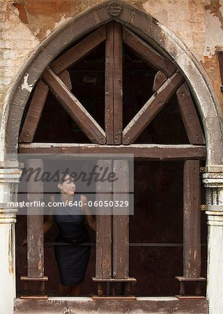 Italy, Venice, Woman standing in arcade Stock Photo - Premium Royalty-Free, Image code: 640-06050329