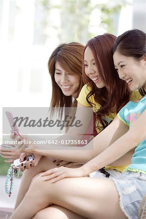 Young women with mobile phone Stock Photo - Premium Royalty-Free, Image code: 642-01735863