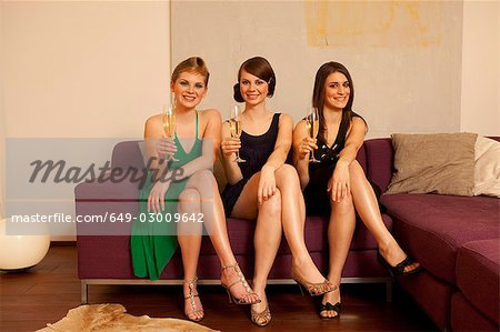 Young women drinking champagne Stock Photo - Premium Royalty-Free, Image code: 649-03009642