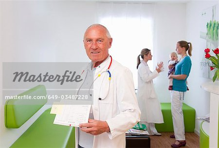 Doctor in surgery Stock Photo - Premium Royalty-Free, Image code: 649-03487228