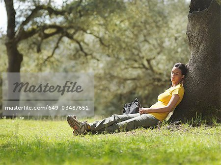 Woman sleeping under a tree Stock Photo - Premium Royalty-Free, Image code: 649-03487651