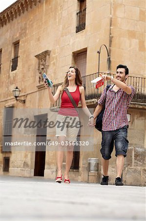 Tourist couple exploring town square Stock Photo - Premium Royalty-Free, Image code: 649-03566320