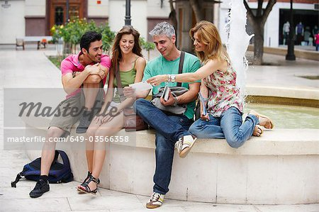 Group of tourists by fountain Stock Photo - Premium Royalty-Free, Image code: 649-03566358