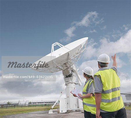 Workers with satellite dish Stock Photo - Premium Royalty-Free, Image code: 649-03622491