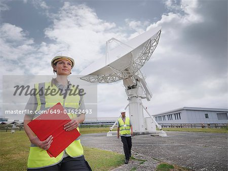 Workers with satellite dish Stock Photo - Premium Royalty-Free, Image code: 649-03622493